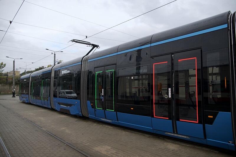 Sygnalizacja świetlna w ramie drzwi tramwaju Moderus Gamma