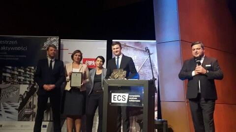 W imieniu Miasta Gdańska nagrodę odbierał Piotr Grzelak, zastępca prezydenta Gdańska (drugi z prawej)