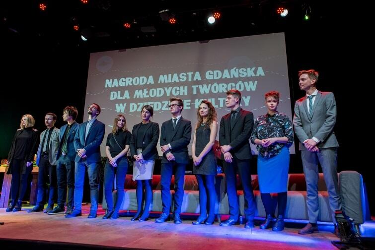 Ubiegłoroczni nominowani, a wśród nich zwycięzcy muzycy: Krzysztof Komendarek-Tymendorf, Kamil Piotrowicz i Wojciech Frycz