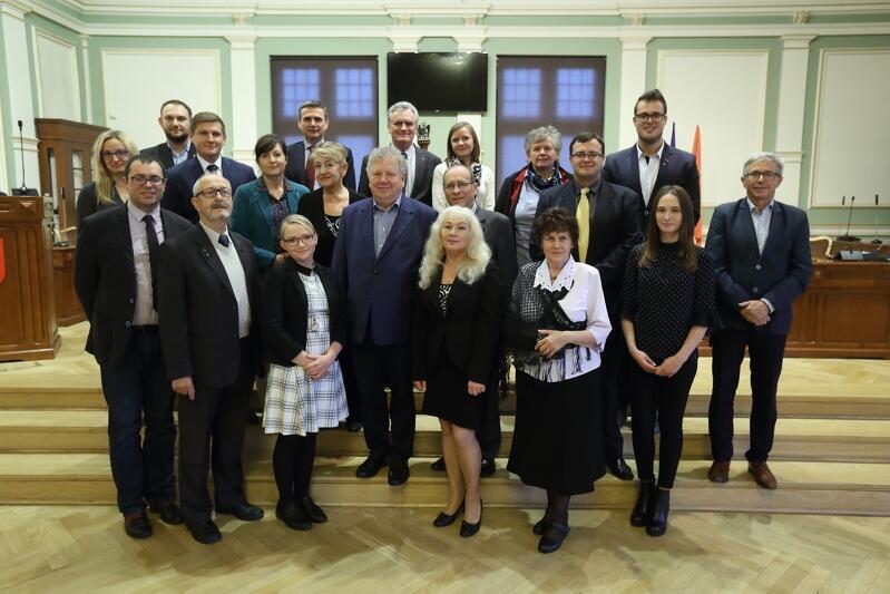 No i pierwsze pamiątkowe zdjęcie Rady Dzielnicy Zaspa-Rozstaje, wspólnie z radnymi miasta i pracownikami biura Rady Miasta Gdańska