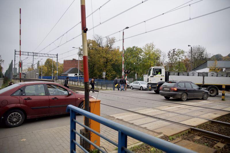 Bezkolizyjny przejazd przez tory kolejowe na Oruni coraz bardziej potrzebny. Pierwszy krok w tym kierunku właśnie wykonano...