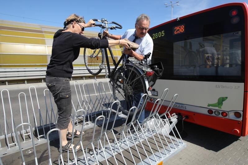 Autobus linii 258 w sezonie wyposażony był również w dodatkową przyczepę rowerową