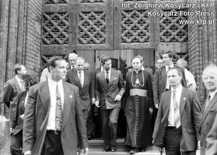 18 maja 1993 roku. Wizyta angielskiego księcia Karola w Gdańsku. W środku - następca brytyjskiego tronu i ksiądz Stanisław Bogdanowicz