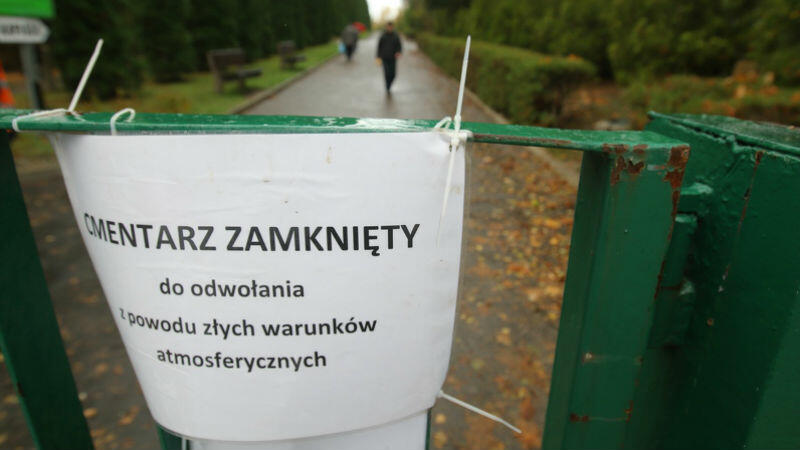 Niedziela, 29 października, Cmentarz Łostowicki. Takie informacje pojawiły się także na innych miejskich cmentarzach w Gdańsku