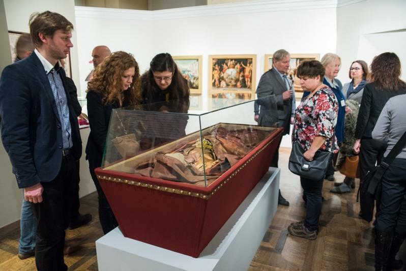 Część wyposażenia trumien (suknia, poduszka, całun, pasamony) z Kościoła Św. Trójcy w Gdańsku, pochodzące z XVII-XVIII wieku