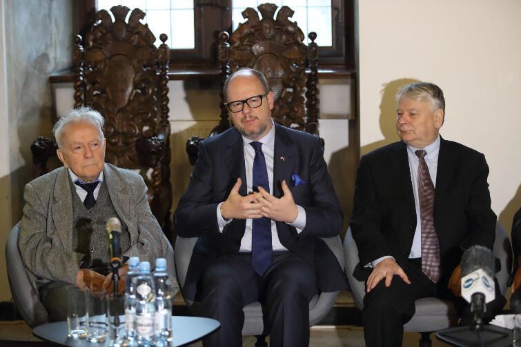 Od lewej: prof. Andrzej Januszajtis, Paweł Adamowicz i Bogdan Borusewicz