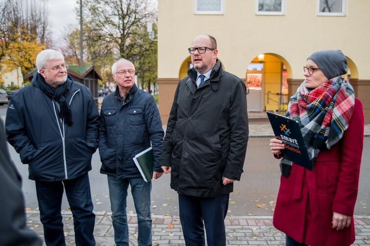W poniedziałek ulicami Chełmu spacerował prezydent Gdańska wraz z szefami miejskich spółek i wydziałów gdańskiego magistratu. Spacer był przygotowaniem przed przyszłotygodniowym spotkaniem z mieszkańcami dzielnicy