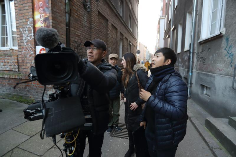 Zdjęcia do programu powstawały w Śródmieściu. Ekipę telewizyjną z Japonii interesowały szczególnie gdańskie uliczki, tutejsze podwórka i mieszkańcy okolicznych budynków