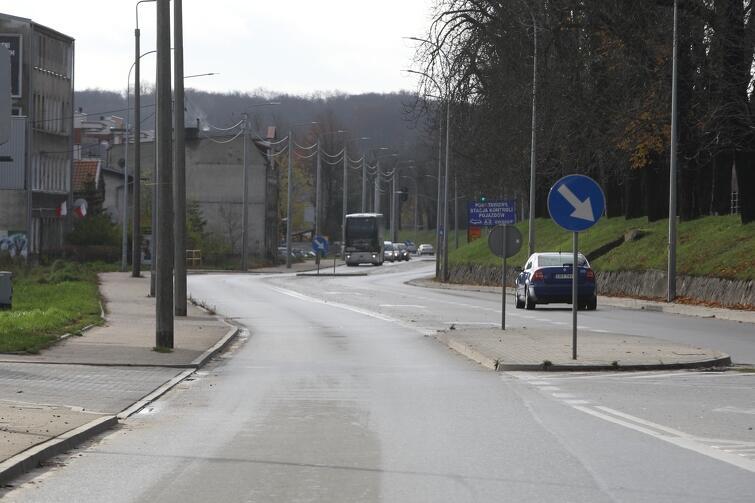 Trakt św. Wojciecha na odcinku między ulicami Ukośną i Gościnną w przeddzień rozpoczęcia prac