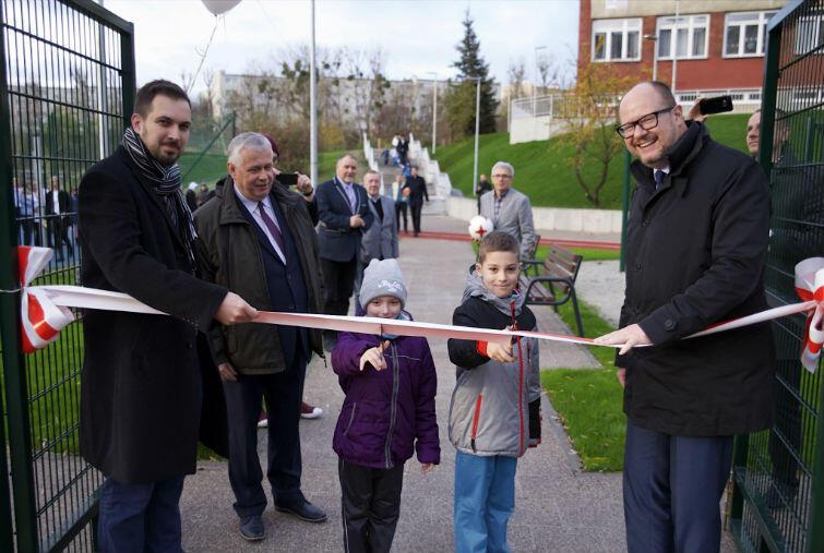 W otwarciu boiska wziął udział prezydent Gdańska Paweł Adamowicz