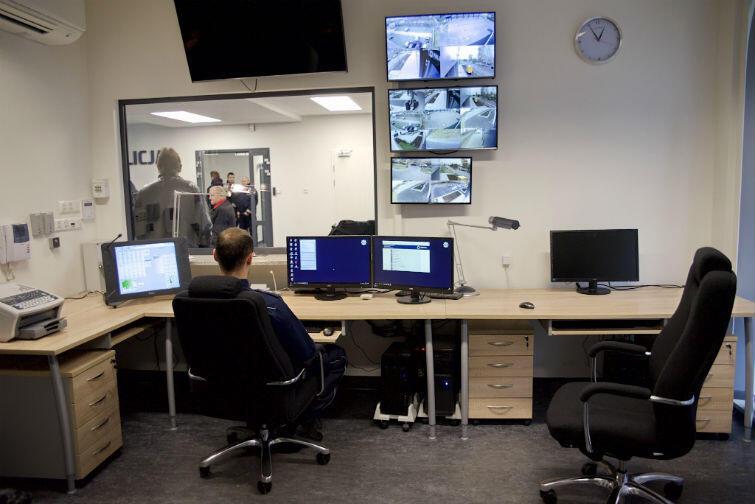 Komputery, monitory, czyli centrum dowodzenia