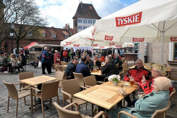 Okazuje się, że Brytyjczycy goszczący w Gdańsku są pod urokiem oryginalnych - z ich punktu widzenia - potraw. Dlatego może im się spodować oferta Baru Pyra, działającego u zbiegu ul. Garbary i Ogarnej
