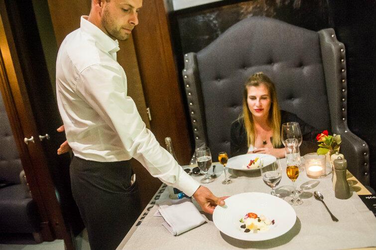 Historia restauracji 'Kubicki' na pewno jest fascynująca. Lokal w ostatnich latach został odnowiony i rozbudowany - w bardzo udany sposób, skoro recenzent 'The Culture Trip' uznał, że wyposażenie jest oryginalne