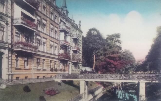 Zabudowa na Zaroślaku przy kanale Raduni (dziś kamienica Na Stoku pod numerem 40); ok. 1935