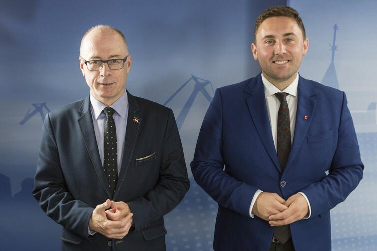 Od lewej: Kazimierz Koralewski (przewodniczący klubu Prawa i Sprawiedliwości) i Piotr Borawski (przewodniczący klubu Platformy Obywatelskiej)