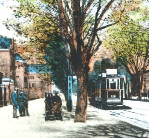 Linia numer 2 prowadziła z Oliwy, obok koszar we Wrzeszczu (na zdjęciu), do Gdańska na Długi Targ; około 1915
