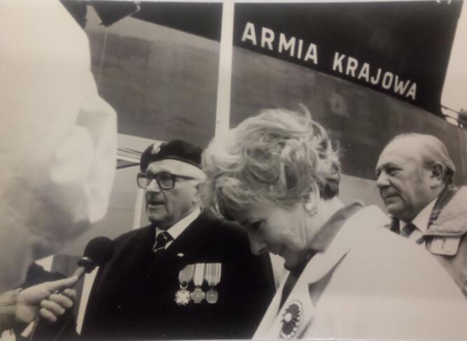 Jedna z uroczystości patriotycznych, lata 90. XX w.