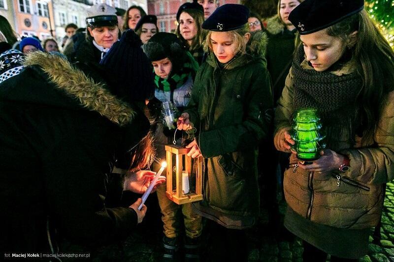 Betlejemskie Światełko Pokoju na Długim Targu