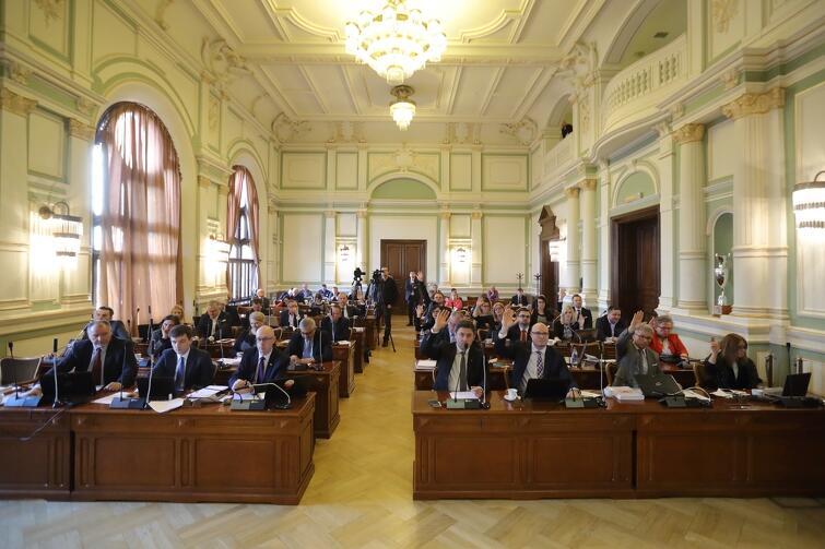 Za projektem przyszłorocznego budżetu zagłosowali radni Platformy Obywatelskiej. Radni Prawa i Sprawiedliwości byli przeciw