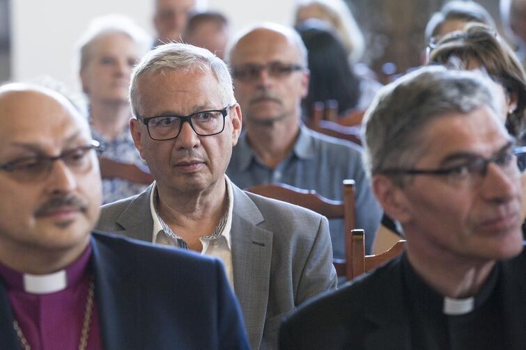 Jakub Szadaj podczas gdańskich obchodów 500-lecia Reformacji (pośrodku, w drugim rzędzie)