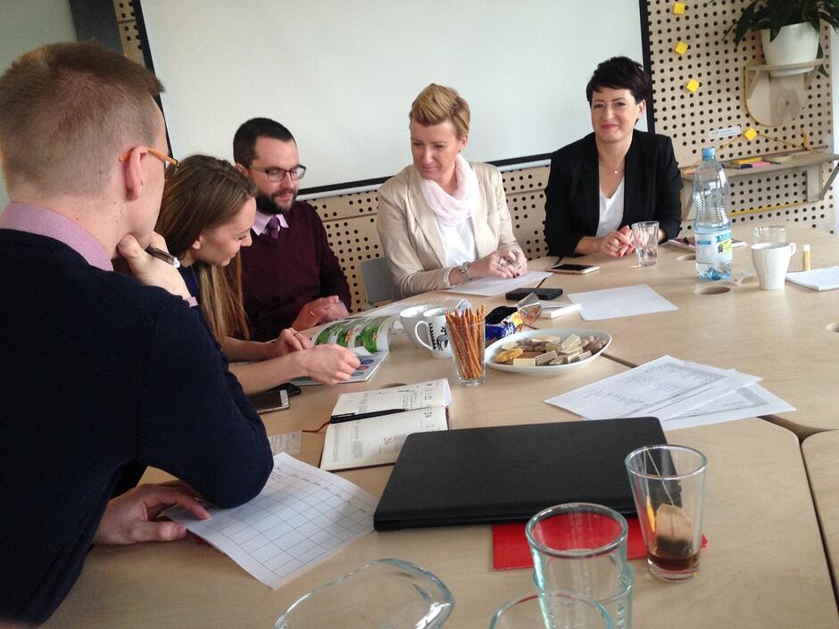 Dyskusja nad przesłankami dyskryminacyjnymi w obszarach edukacja i przedsiębiorczość