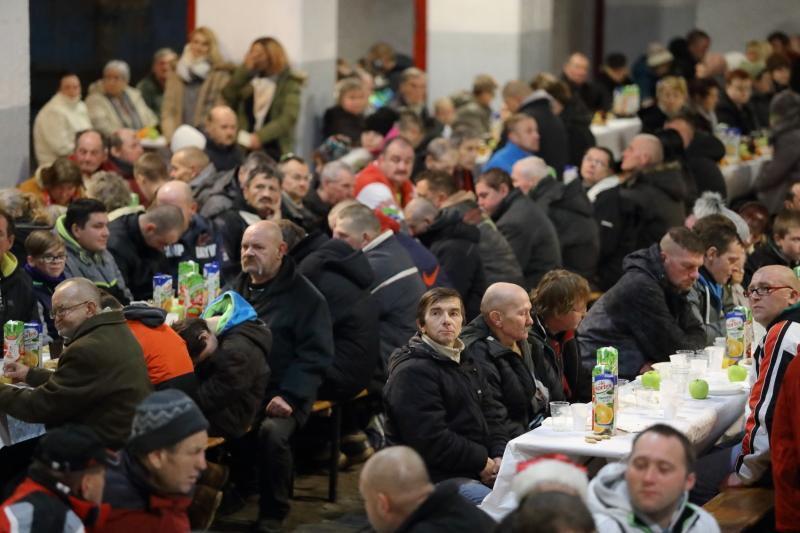 Ponad 350. potrzebujących zjawiło się na Wigilii. Mogłoby być nawet dwa razy tyle - organizatorzy byli przygotowani na przyjęcie 650. osób