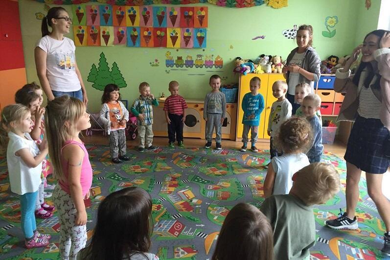 Pobyt wolontariusza w przedszkolu z założenia wzbogacić ma codzienne zajęcia o dodatkowe treści - zdjęcie wykonane w przedszkolu Preludium