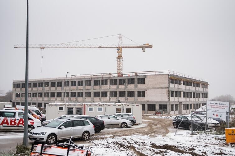 Na budynku szkoły metropolitalnej w grudniu 2017 r. zawisła wiecha