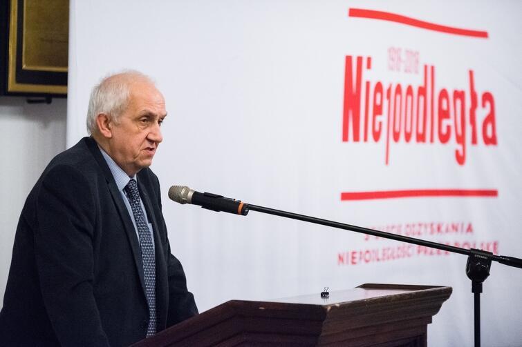 Prof. Andrzej Friszke w poniedziałek wieczorem, 4 grudnia, podczas wykładu w gdańskim Ratuszu Głównomiejskim