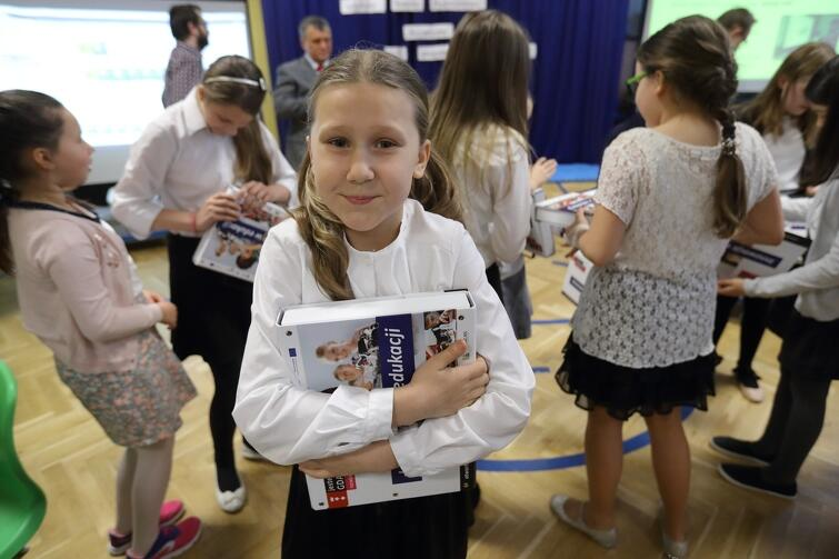 Dzieci w gdańskich szkołach mają nowe pomoce dydaktyczne, które...