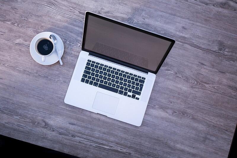 Webinarium to wygodna forma korzystania z pomocy: wieczorem, we własnym domu, anonimowo, a za razem w grupie osób, o podobnych doświadczeniach