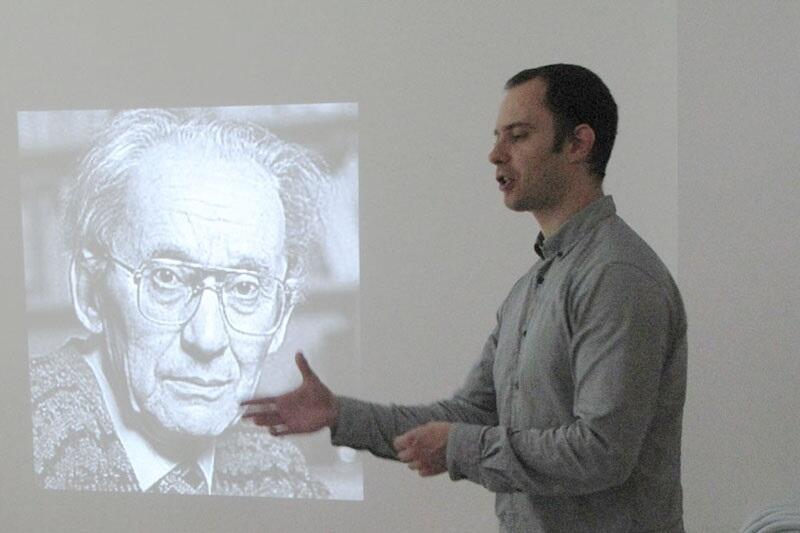 Dr Rober Dolewski jest popularyzatorem filozofii i prezesem Fundacji Ogród Filozofii