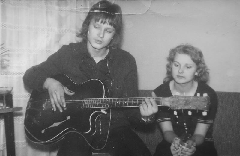 Nastolatek Andrzej Kalinowski jako uczeń Technikum Ogrodniczego w Pruszczu Gdańskim grał w szkolnym zespole na gitarze i basie. Występowali na wiejskich weselach swoich nauczycieli, a podczas konkursu młodych talentów raz nawet zagrali po Czesławie Niemenie