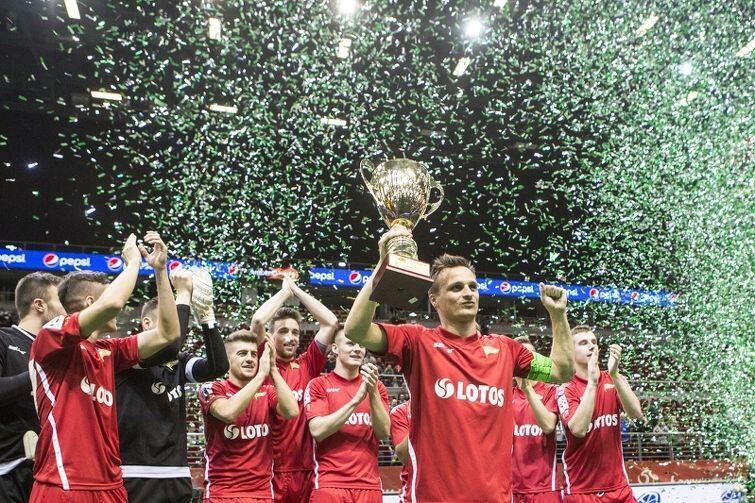 Lechia wygrała rok temu Amber Cup. Może Lechia powinna utworzyć sekcję piłki halowej, bo w Ergo Arenie idzie im lepiej niż na stadionie