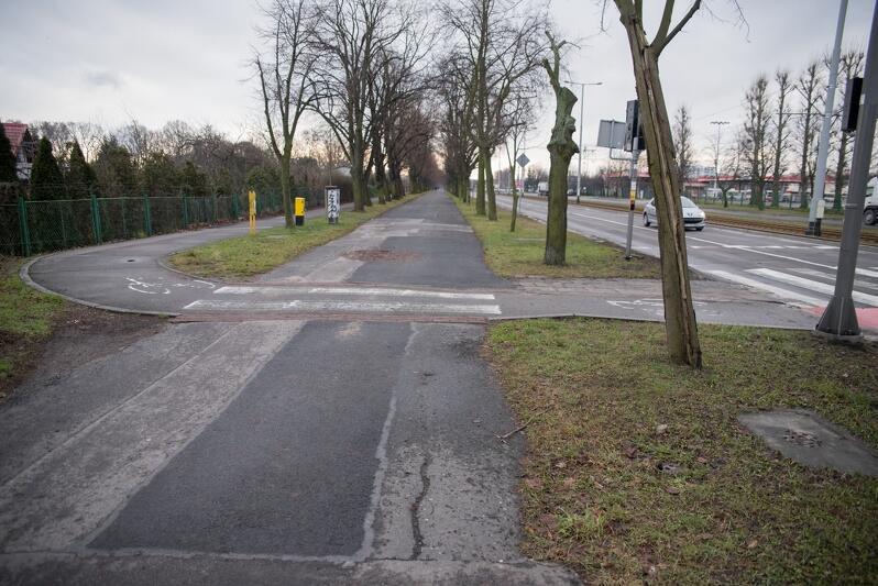 Gdyby nie ten zakręt przed skrzyżowaniem z ul. Gdańską, szybciej można byłoby się dostać nad morze na rowerze