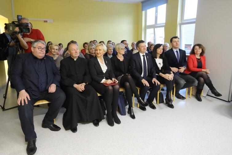 Wśród przybyłych na oficjaną inaugurację nowej przestrzeni edukacyjnej byli przedstawiciele władz miasta i sektora edukacji. Nz. pierwszy od lewej zastępca prezydenta ds. polityki społecznej w Gdańsku Piotr Kowalczuk