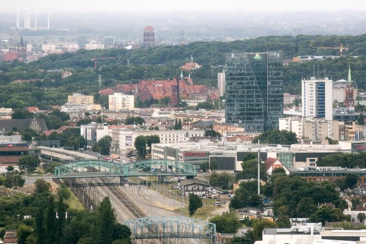 Panorama Gdańska - widok z biurowca Olivia Star (156 m). Wrzeszcz: Galeria Bałtycka, biurowiec Neptun, Olimp i Politechnika Gdańska. W tle Bazylika Mariacka i Ratusz Głównego Miasta