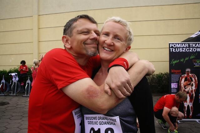 Razem z mężem Mirkiem bierze udział w różnych imprezach biegowych.