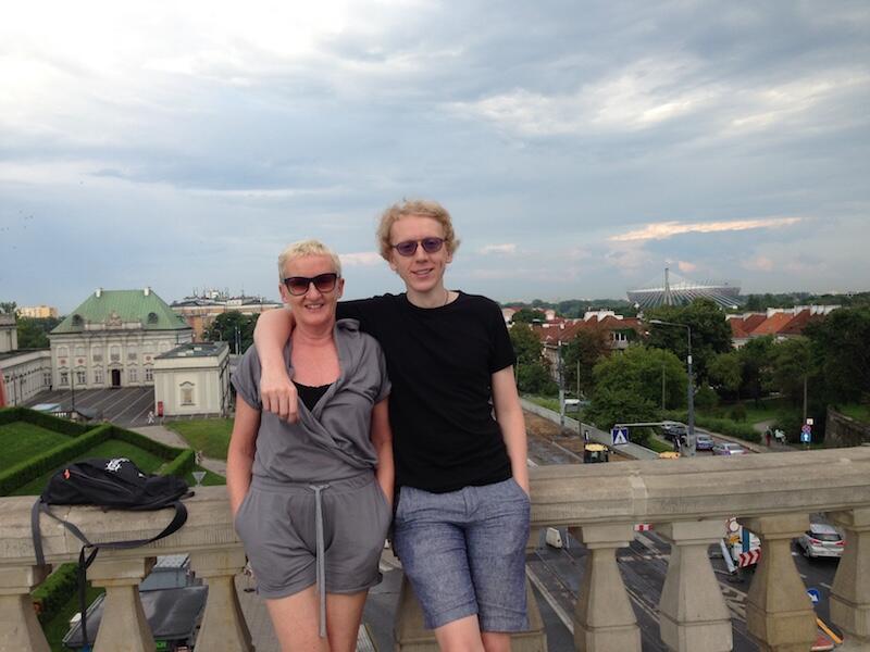To, czego brakowało jej w Londynie, znalazła w Polsce. na zdjęciu z synem w Warszawie.