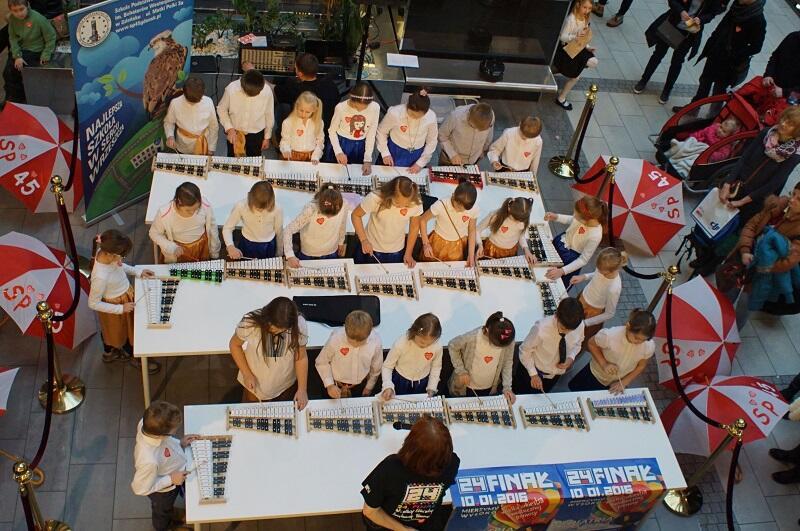 Clue szkolnego finału w Manhattanie są występy uczniów SP nr 45, przygotowywane pod kierunkiem nauczycieli