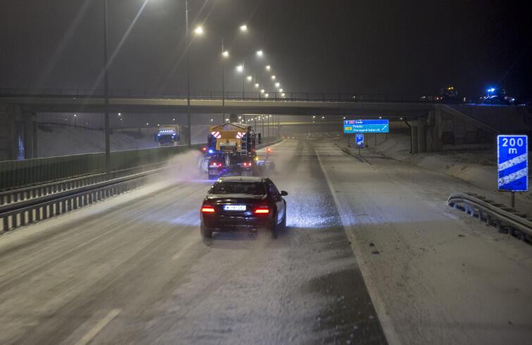 Pługopiaskarka na autostradzie A1 pod Gdańskiem