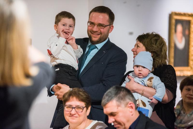 W Muzeum Narodowym w Gdańsku odbyło się noworoczne spotkanie prezydenta Gdańska Pawła Adamowicza z repatriantami. Nz. jedna z 'nowych' rodzin. Synek urodził się już w Gdańsku