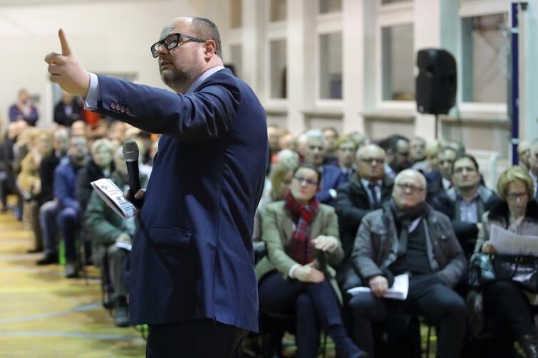 Prezydent Gdańska Paweł Adamowicz, gospodarz spotkania, apelował m.in. o spłatę kilkumilionowych zadłużeń w mieszkaniach komunalnych