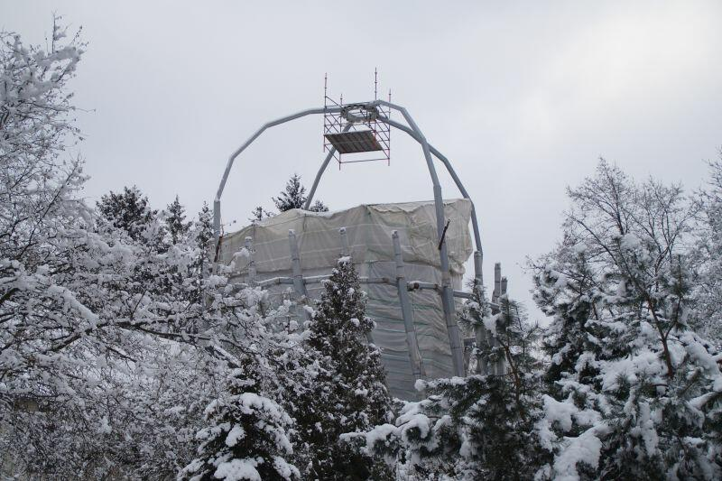W Parku Oliwskim trwają prace związane z montażem kopuły nowej rotundy palmiarni