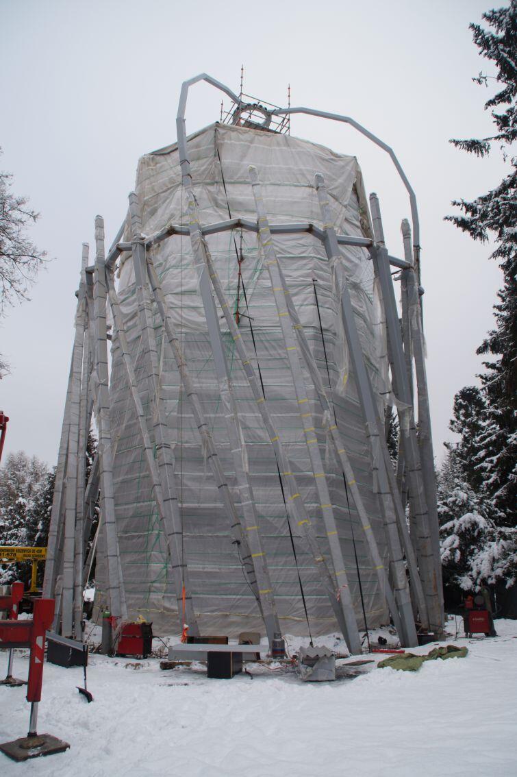 Po zakończeniu montażu stalowego stelażu, ten zostanie dokładnie zmierzony, po czym zamówione zostanie specjalne szkło