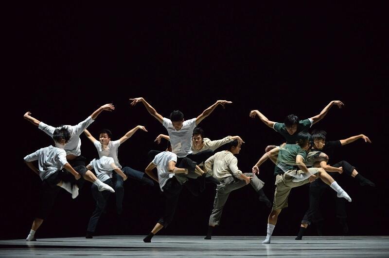 'Mieszkaniec Pekinu' to pierwsza etiuda w ramach spektaklu Youth Dance Company. Choreografia powstała w oparciu o sztukę autorstwa wybitnego dramaturga Cao Yu, zwanego chińskim Szekspirem