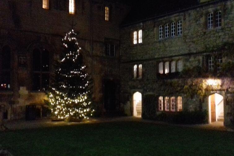 Świąteczny nastrój na dziedzińcu St. Edmund Hall