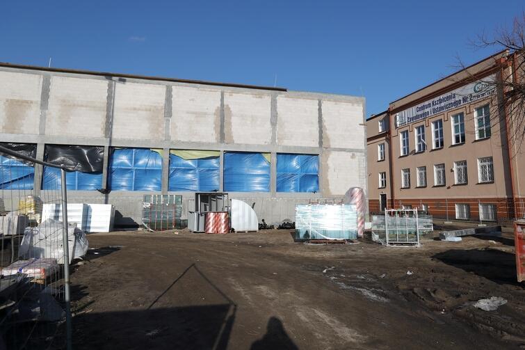 Za cztery miesiące powinna zakończyć się budowa basenu na Oruni