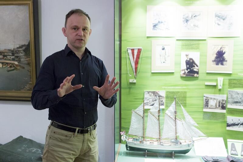 W Narodowym Muzeum Morskim zajęcia dla uczestników ferii poprowadził Radosław Paternoga. Opowiadał o barwnym życiu patrona żaglowca, czyli gen. Mariusza Zaruskiego