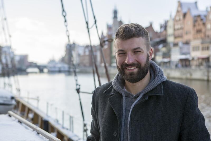 Piotr Królak - oficer programowy na Generale Zaruskim,  także zimie przybliża młodym ludziom kanony żeglarstwa